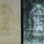 Fotografie des Gesichts auf dem Turiner Grabtuch: Positiv (links) und Negativ (rechts)